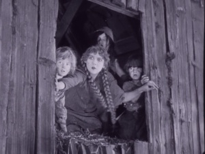 sparrows-mary-pickford-1926-silent-movie-image-12
