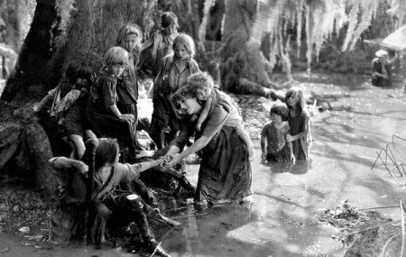 """Mary Pickford in """"Sparrows"""""""