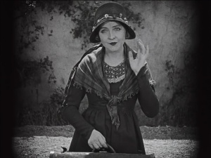 red-lily-enid-bennet-ramon-novarro-silent-movie-image-05