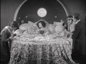 Patsy Ruth Miller and Rex Cherryman watch Nazimova die.
